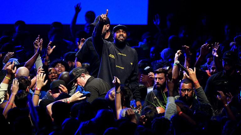 Resultado de imagem para Mais de 2.000 pessoas se entregam a Cristo em concerto gospel de Kanye West